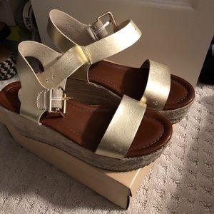 Platform sandals size 6.5